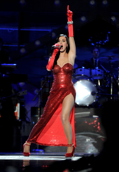 Katy Perry Sequin Dress [uso presents ``vh1 divas salute the troops,performance,entertainment,performing arts,dancer,event,music artist,stage,performance art,public event,concert,katy perry,vh1 divas salute the troops,mcas miramar,california,uso,pt,show,concert event]