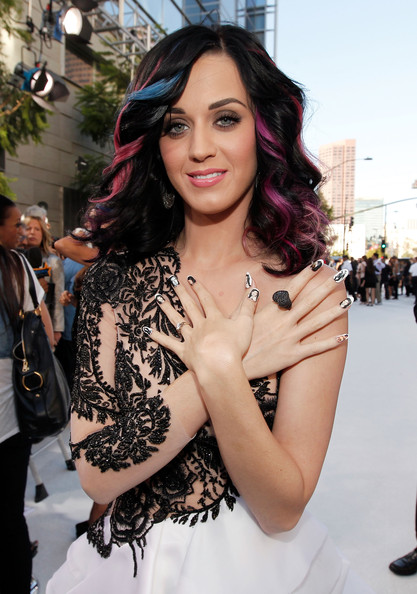 Katy Perry Diamond Ring [hair,face,beauty,shoulder,hairstyle,lady,fashion,skin,long hair,black hair,arrivals,katy perry,2010 mtv video music awards,california,los angeles,nokia theatre l.a. live]