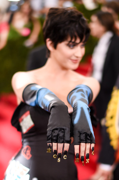 Katy Perry Fingerless Gloves [through the looking glass,footwear,fashion,arm,costume,goth subculture,cosplay,hand,dress,street fashion,black hair,katy perry,china,new york city,metropolitan museum of art,costume institute benefit gala]