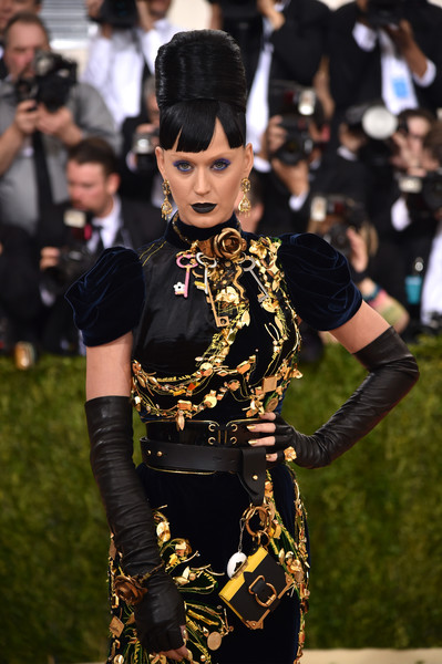 Katy Perry Leather Gloves [manus x machina: fashion in an age of technology costume institute gala - arrivals,manus x machina: fashion in an age of technology costume institute gala,fashion,costume,goth subculture,dress,event,fashion accessory,cosplay,black hair,performance,katy perry,new york city,metropolitan museum of art]