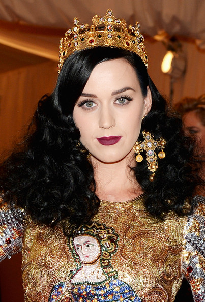 Katy Perry Long Curls [punk: chaos to couture,hair,jewellery,fashion model,beauty,hair accessory,human hair color,fashion,eyebrow,lady,hairstyle,katy perry,new york city,metropolitan museum of art,punk: chaos to couture costume institute gala,exhibition]