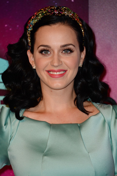 Katy Perry Long Curls [hair,beauty,eyebrow,hair accessory,human hair color,hairstyle,fashion accessory,lady,smile,chin,red carpet arrivals,katy perry,amsterdam,netherlands,ziggo dome,mtv ema]