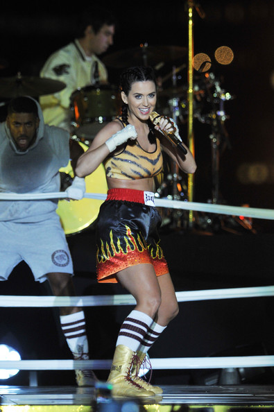 Katy Perry Sports Shorts [performance,performing arts,dancer,event,public event,striking combat sports,competition,performance art,pradal serey,individual sports,katy perry,coverage,borough,brooklyn,new york city,fulton ferry park,empire,2013 mtv video music awards,show]