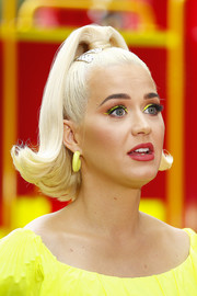 Katy Perry went majorly retro with this flipped ponytail at the Fight On concert.
