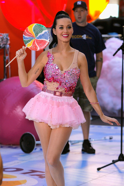 More Pics of Katy Perry Ballet Flats (4 of 41) - Katy Perry Lookbook - StyleBistro [photo,dancer,fashion,leg,performance,thigh,performing arts,event,dance,costume,human leg,katy perry,new york city,rockefeller center,nbc,taping]