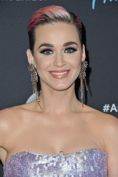 Katy Perry Boy Cut [american idol,music,hair,eyebrow,jewellery,beauty,fashion model,hairstyle,human hair color,chin,forehead,cheek,katy perry,arrivals,hair,eyebrow,jewellery,beauty,abc,show,katy perry,american idol,musician,singer,swish swish,music]