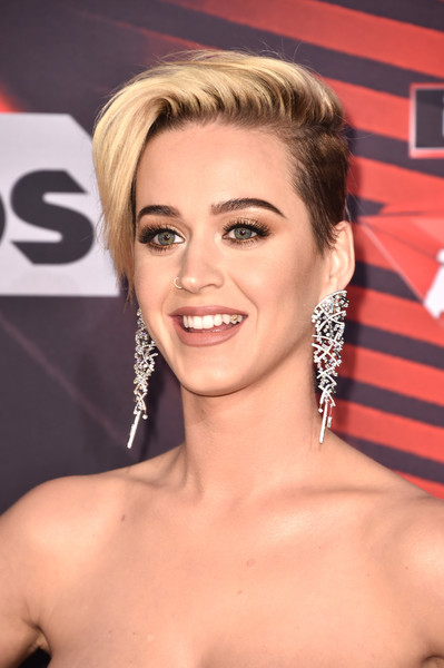 Katy Perry Short Side Part [hair,eyebrow,beauty,blond,hairstyle,human hair color,chin,lip,forehead,long hair,arrivals,katy perry,turner,iheartradio music awards,inglewood,california,tnt,tbs,trutv,the forum]
