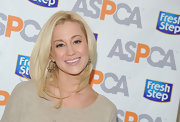 Kellie Pickler wore her hair in sleek layers at an event at the ASPCA.