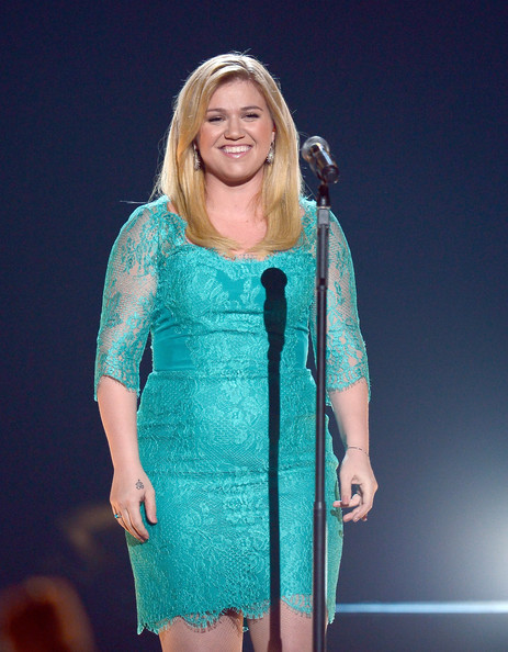 Kelly Clarkson Clothes