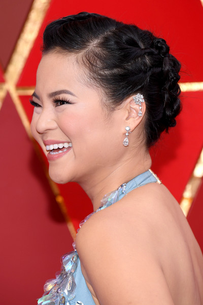 Kelly Marie Tran Dangling Diamond Earrings [hair,beauty,eyebrow,hairstyle,human hair color,lady,chin,forehead,girl,chignon,arrivals,kelly marie tran,academy awards,hollywood highland center,california,90th annual academy awards]