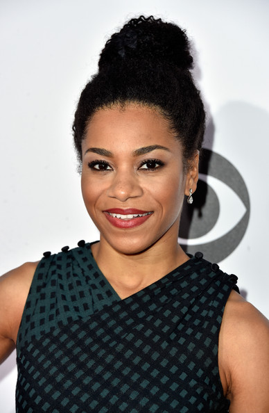 Kelly McCreary Afro Puff []