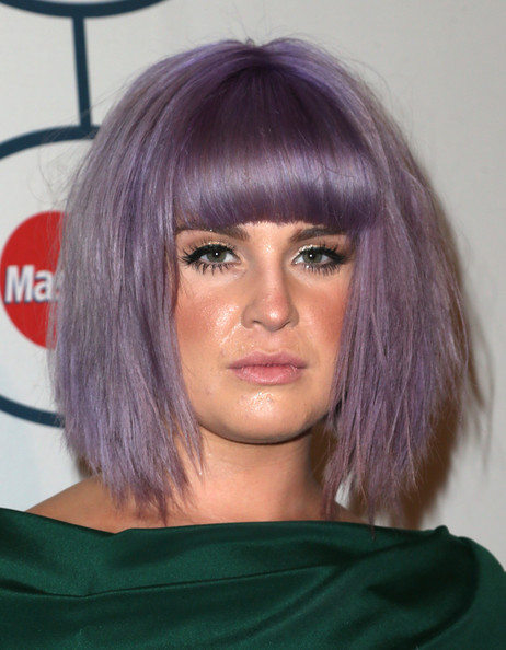 Kelly Osbourne Graduated Bob [hair,face,hairstyle,hair coloring,eyebrow,purple,chin,bob cut,bangs,black hair,kelly osbourne,lucian grainge,arrivals,salute to industry icons,salute to industry icons,the beverly hilton,beverly hills,california,56th annual grammy awards,grammy awards pre-grammy gala]