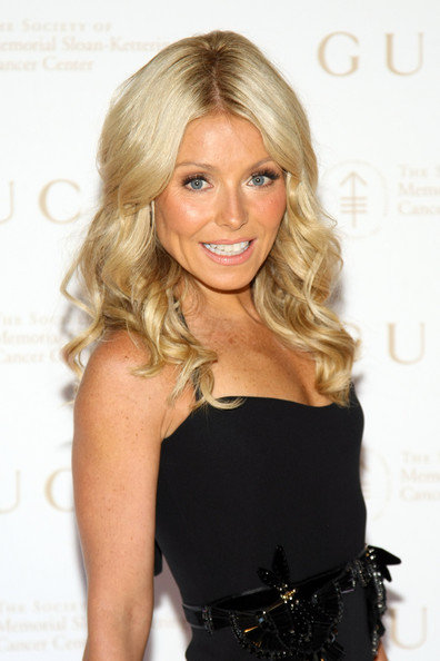 Kelly Ripa Long Curls