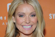 Kelly Ripa Long Wavy Cut