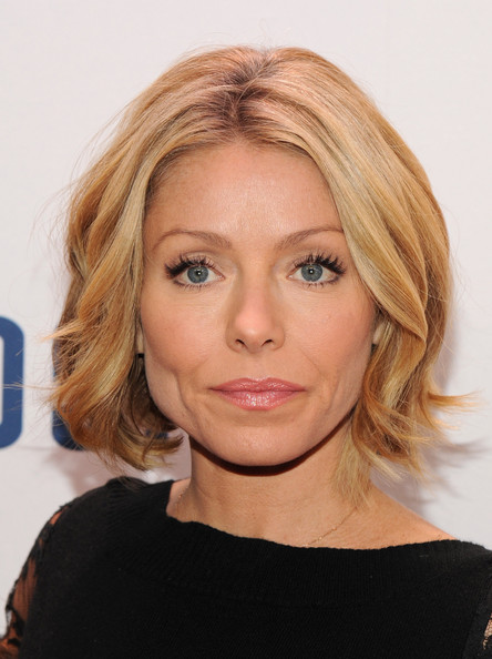 Kelly Ripa Short Wavy Cut