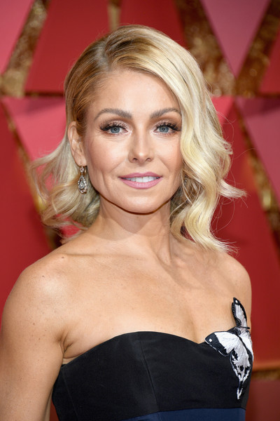 Kelly Ripa Medium Wavy Cut