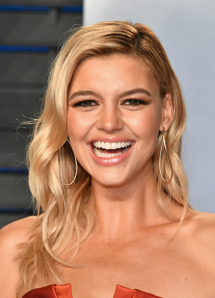 Kelly Rohrbach Long Wavy Cut [oscar party,vanity fair,hair,face,blond,hairstyle,eyebrow,chin,lip,beauty,skin,layered hair,beverly hills,california,wallis annenberg center for the performing arts,radhika jones - arrivals,radhika jones,kelly rohrbach]