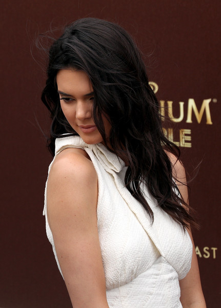 Kendall Jenner Long Wavy Cut