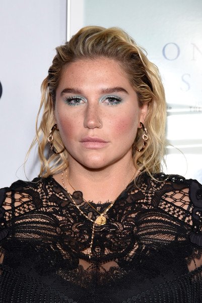 Kesha Long Wavy Cut [on the basis of sex,hair,hairstyle,blond,eyebrow,beauty,fashion,lip,long hair,brown hair,layered hair,arrivals,kesha,tcl chinese theatre,california,hollywood,audi,afi fest,opening night world premiere gala screening]