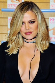 Khloe Kardashian styled her hair with a side part and wavy ends for her book signing at Barnes & Noble.