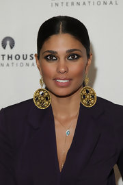 Designer Rachel Roy showed off her gold dangling earrings, while hitting the POSH Fashion Sale.