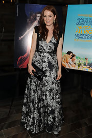 Julianne Moore paired her printed gown with a patent leather clutch for the premiere of 'Kids Are All Right'.