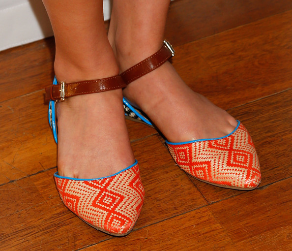 More Pics of AnnaSophia Robb Pointy Flats (1 of 12) - Sandals Lookbook - StyleBistro