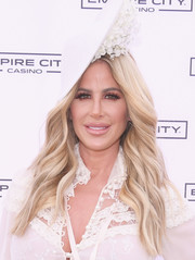 Kim Zolciak showed off a perfect wavy hairstyle during her Kentucky Derby hat contest.