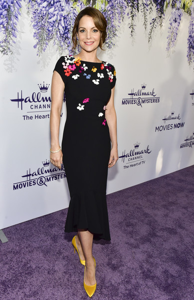 Kimberly Williams-Paisley Pumps [red carpet,dress,clothing,carpet,red carpet,fashion,cocktail dress,hairstyle,fashion model,flooring,premiere,kimberly williams-paisley,summer tca,residence,beverly hills,california,hallmark channel]