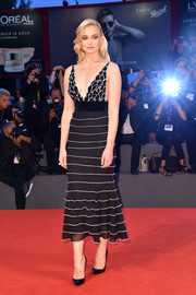 Sophie Turner commanded attention in a plunging, figure-flaunting black-and-white dress by Yanina Couture at the Kineo Diamanti Award ceremony during the Venice Film Festival.