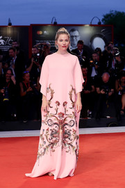 Sienna Miller chose a sequin-embellished pink caftan by Gucci for the Venice Film Festival Kineo Prize.