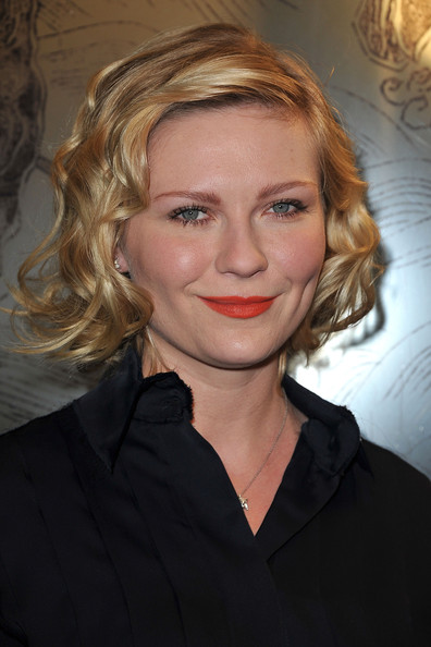 Kirsten Dunst Curled Out Bob