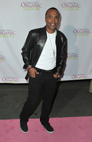 Sugar Ray teamed his black jeans with a button down leather jacket. A great way to add a little edge to his look.