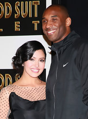 Vanessa Bryant looked sweet and pretty with her side-swept curls at Kobe's hand and footprint ceremony.