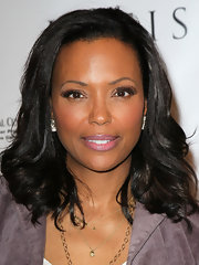 Aisha Tyler kept her look casual for the Kreiss 75th anniversary celebration wearing her hair in soft shiny waves.