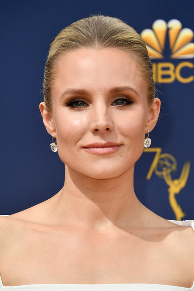 Kristen Bell Classic Bun [hair,face,eyebrow,skin,hairstyle,chin,forehead,beauty,lip,cheek,arrivals,kristen bell,emmy awards,70th emmy awards,microsoft theater,los angeles,california]