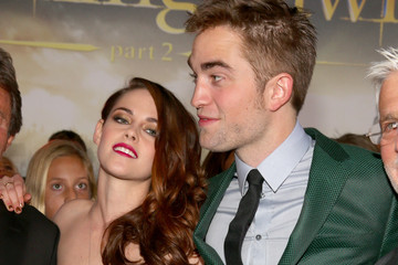"Kristen Stewart Robert Pattinson Premiere Of Summit Entertainment's ""The Twilight Saga: Breaking Dawn - Part 2"" - Red Carpet"