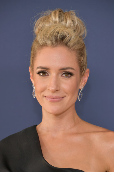 Kristin Cavallari Loose Bun [hair,face,hairstyle,blond,eyebrow,chin,lip,beauty,head,forehead,arrivals,kristin cavallari,emmy awards,70th emmy awards,microsoft theater,los angeles,california]