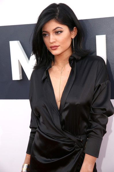 Kylie Jenner Gold Lariat Necklace [red carpet,hair,clothing,black hair,hairstyle,beauty,outerwear,fashion model,long hair,photo shoot,dress,kylie jenner,2014 mtv video music awards,inglewood,california,the forum]