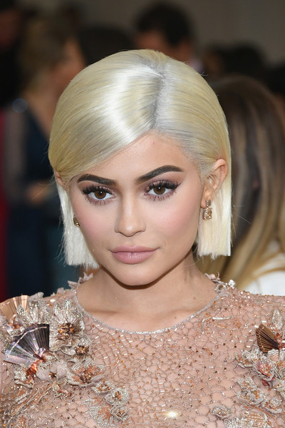 Kylie Jenner Side Parted Straight Cut [rei kawakubo/comme des garcons: art of the in-between,rei kawakubo/comme des garcons: art of the in-between,hair,eyebrow,human hair color,beauty,hairstyle,fashion model,blond,chin,forehead,fashion,kylie jenner,costume institute gala - arrivals,hair,ring,hairstyle,fashion,metropolitan museum of art,costume institute gala,kylie jenner,2017 met gala,metropolitan museum of art,earring,keeping up with the kardashians,fashion,celebrity,jewellery,rei kawakubo/comme des gar\u00e7ons art of the in-between,ring]