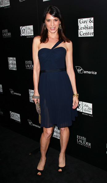 More Pics of Perrey Reeves Gold Dangle Earrings (1 of 10) - Perrey Reeves Lookbook - StyleBistro