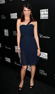 Perrey paired her chic one-shoulder dress with black peep-toe pumps.