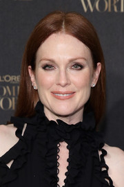 Julianne Moore stuck to her usual center-parted style when she attended the L'Oreal Paris Women of Worth celebration.