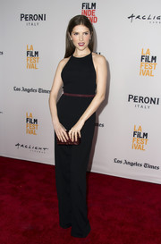 Anna Kendrick accessorized with a ruby-red box clutch for a subtle pop of color.