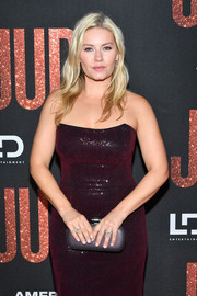 Elisha Cuthbert paired a mauve hard-case clutch with a strapless plum dress for the LA premiere of 'Judy.'