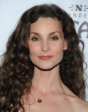 Alicia Minshew wore vibrant, shimmering golden orange shadow at the premiere of 'Come Fly Away.'