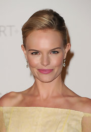 Kate Bosworth paired a bright, bubblegum pink lipstick with her pretty pale yellow frock at the 2011 LACMA Art and Film Gala.