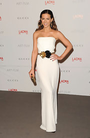 Kate Beckinsale was an Old Hollywood siren at the LACMA Gala in a white column gown, which she accessorized with a gleaming gold clutch.
