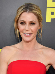 Julie Bowen attended the world premiere of 'Life of the Party' wearing her hair in a loose center-parted bun.