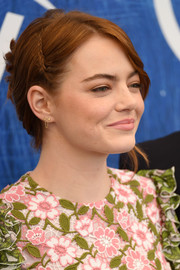 Emma Stone kept it youthful with this partially braided updo at the Venice Film Fest photocall for 'La La Land.'